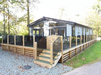 Pre-owned Log Cabin Lake District
